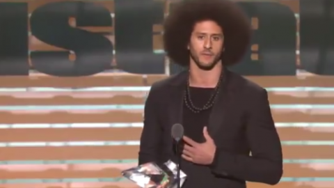 Beyonce Presents Colin Kaepernick With Sports Illustrated's Muhammad Ali Award